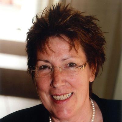 Porträt Helga Vierheller