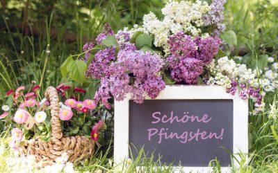 Schieferntafel mit Blumen und Spruch