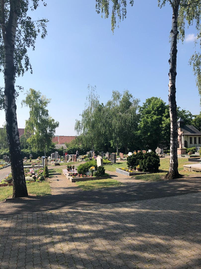 Blick auf Friedhof