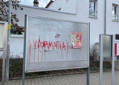 Schaukasten mit Graffiti